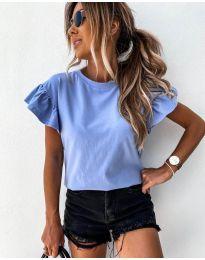 Изчистена дамска тениска в светло синьо - код 520