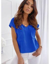 Свободна изчистена тениска в син цвят - код 920