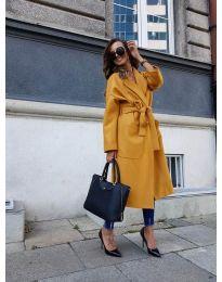 Дълго дамско палто с колан в цвят горчица - код 9099