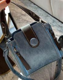 Атрактивна дамска чанта в синьо - код B349