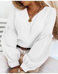 Елегантна дамска блуза в бяло с ефектни ръкави - код 5565