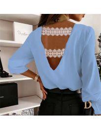 Елегантна дамска блуза в светлосиньо с ефект на гърба - код 5155
