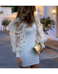 Бяла рокля с бухнали тюлени ръкави на златни булинки - код 3556