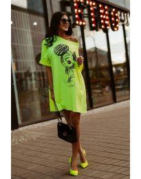 Свободна рокля в неоново зелено с принт - код 3352