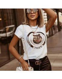 Тениска в бяло с моден принт - код 2126