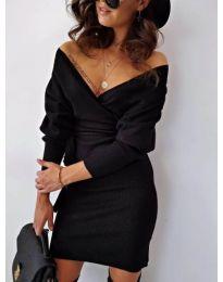 Екстравагантна черна рокля с голямо деколте - код 460