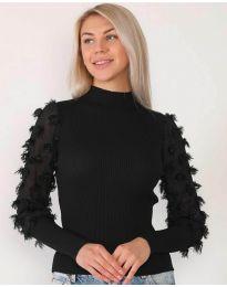 Блуза в черно с ефектни ръкави - код 7870