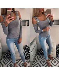 Блуза в сиво с голо рамо и метални халки - код 3534