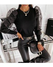 Дамска блуза в черно с ефектни ръкави - код 4245