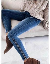 Ефектни дамски дънки с ципове в синьо - код 3408