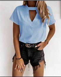 Дамска изчистена тениска в светло синьо - код 3597