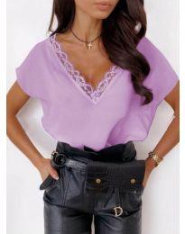 Елегантна дамска тениска в лилаво с дантела при деколтето - код 433
