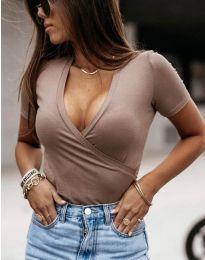 Дамска тениска в бежово с V-образно деколте - код 3410
