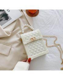 Атрактивна дамска чанта с ефектна дръжка в бяло - B528
