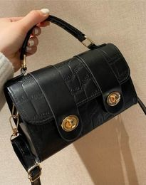 Дамска чанта в черно - код B336