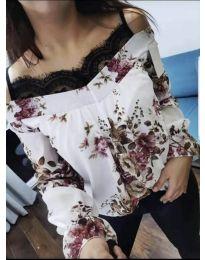 Бяла дамска блуза на цветя с дантела на деколтето - код 796