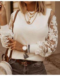 Блуза с ефектни ръкави в бяло - код 4210
