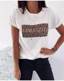Тениска в бяло с принт в предната част - код 995