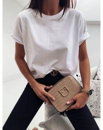 Изчистена дамска тениска в бял цвят - код 820