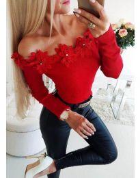 Блуза в червено с лодка деколте с цветя - код 2882