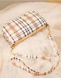 Атрактивна дамска чанта в бежово - код B270
