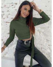 Къса дамска блуза в маслено зелено - код 5757