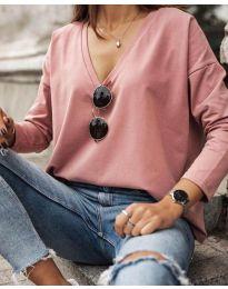 Изчистена дамска блуза с голямо деколте в розово - код 3574