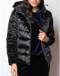 Късо дамско късо яке с цип от лъскава материя и с качулка  в черно - код 9970