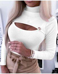Блуза в бяло с отворено деколте - код 3501