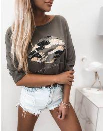 Атрактивна дамска блуза в масленозелено с принт - код 5263