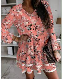 Къса дамска рокля на цветя в цвят праскова - код 101