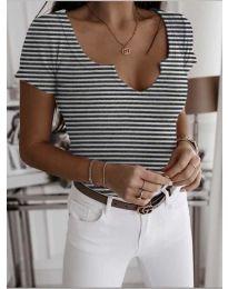 Дамска тениска с отворено деколте в бяло на райе - код 3667