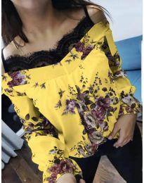 Жълта дамска блуза на цветя с дантела на деколтето - код 796