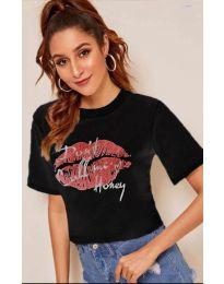 Черна тениска с целувка - код 914