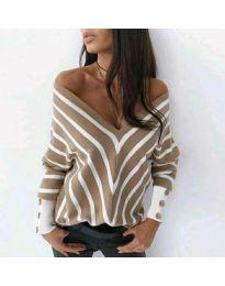 Свободна дамска блуза с отворено деколте в бежово - код 1070