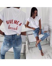 Бяла дамска тениска с надпис при гърба - код 3293