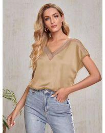 Атрактивна свободна дамска тениска в бежово - код 5754
