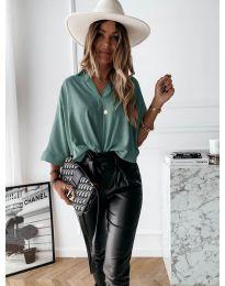 Изчистена дамска риза в зелено - код 5081